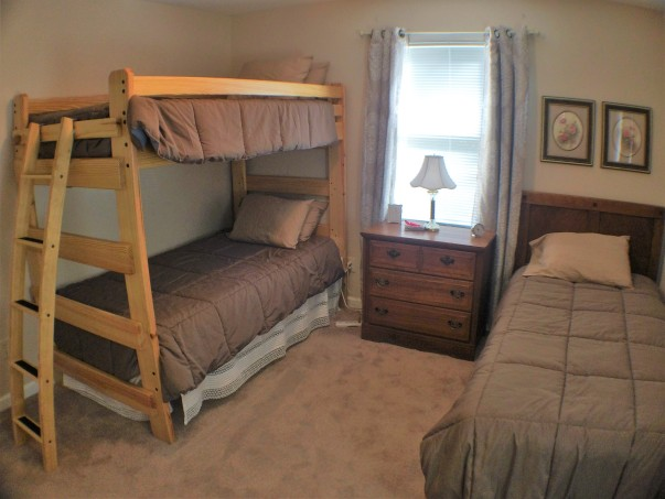 Rose Room w/full Bath, sleeps 3